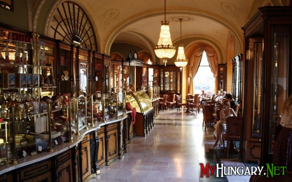 Легендарное кафе «Жербо» в Будапеште
